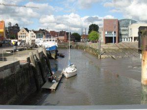 Verschlickter Hafen in Husum