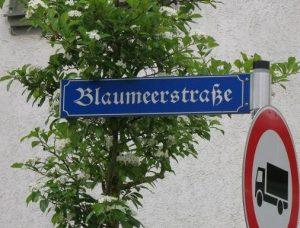 Die Straße führt einen Namen.