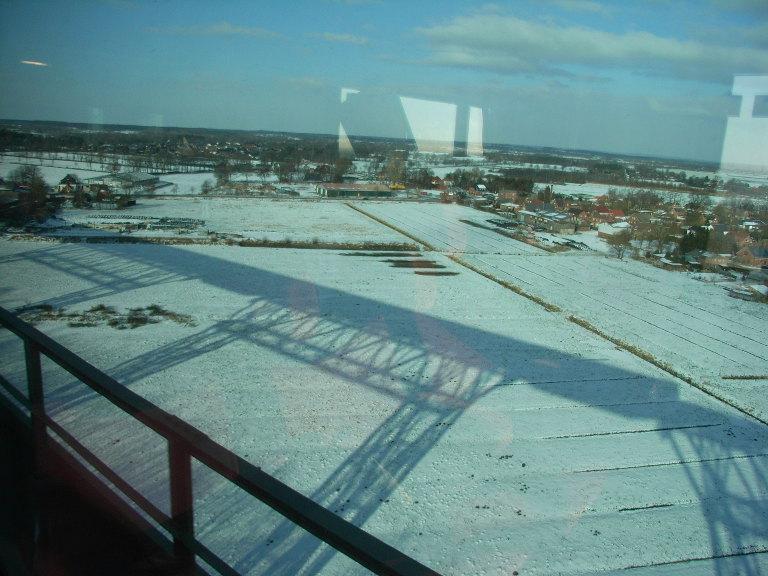 Schneelandschaft mit Brücke